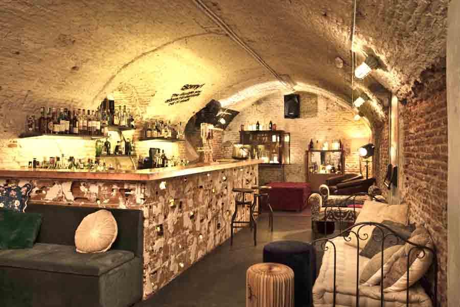 Bar Clandestino en Madrid de Inés Benavides
