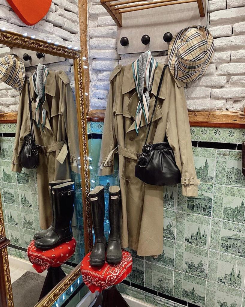 Gabardina y botas de marcas vintage en williamsburg